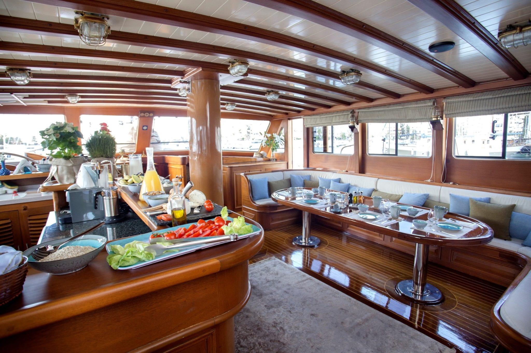 entre cielos gullet salon min -  Valef Yachts Chartering - 3837