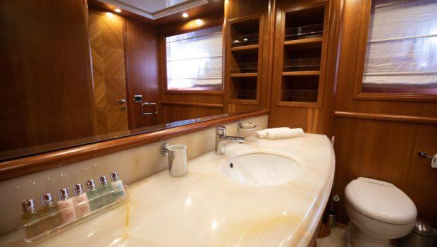freedom motor yacht bathroom (2) -  Valef Yachts Chartering - 0573