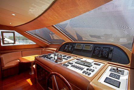 freedom motor yacht bridge_valef -  Valef Yachts Chartering - 5150