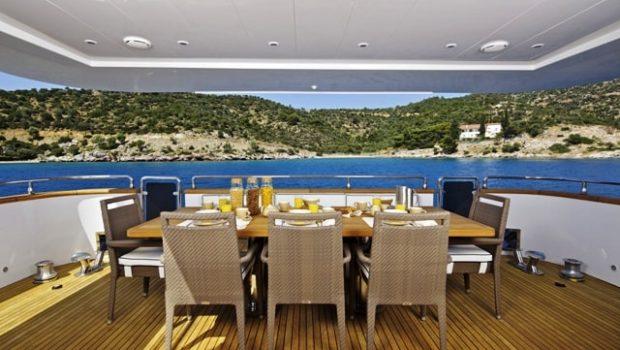 gioe i motor yacht aft table min -  Valef Yachts Chartering - 4109