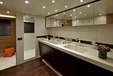 gioe i motor yacht bath min -  Valef Yachts Chartering - 4108