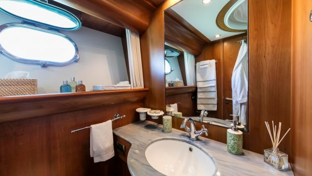 gorgeous motor yacht baths (1) min -  Valef Yachts Chartering - 3954