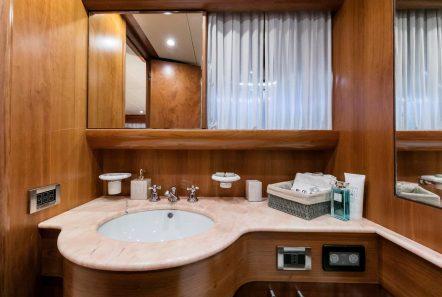 gorgeous motor yacht baths (2) min -  Valef Yachts Chartering - 3953