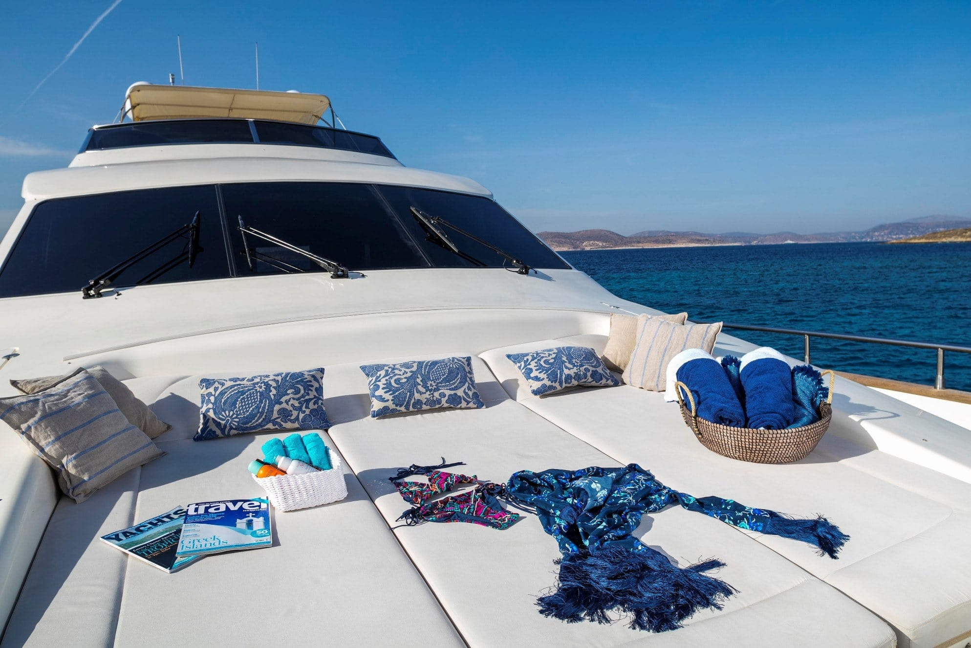 gorgeous motor yacht fore min -  Valef Yachts Chartering - 3935