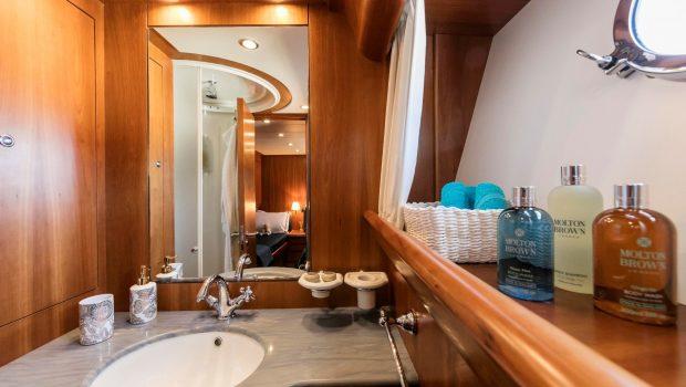 gorgeous motor yacht sink min -  Valef Yachts Chartering - 3929