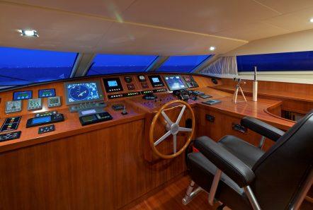 helios motor yacht bridge min -  Valef Yachts Chartering - 4570