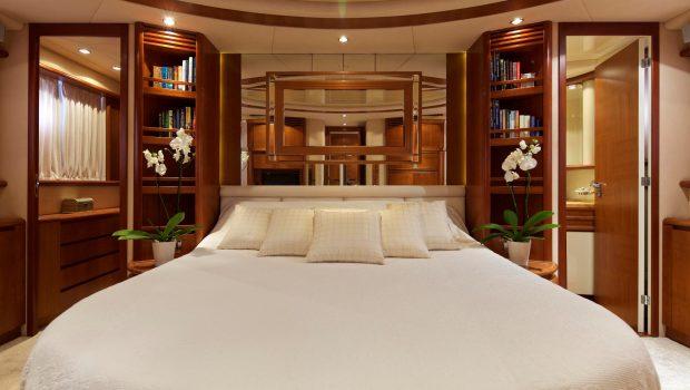 iris azimut motor yacht cabins and baths (12) -  Valef Yachts Chartering - 4512