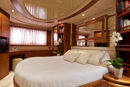 iris azimut motor yacht cabins and baths (14) -  Valef Yachts Chartering - 4510