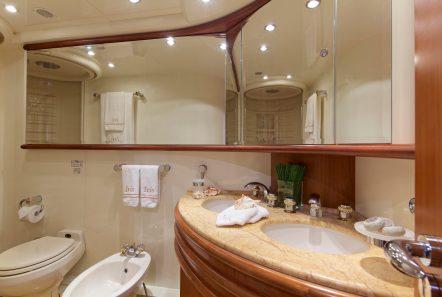 iris azimut motor yacht cabins and baths (15) -  Valef Yachts Chartering - 4509