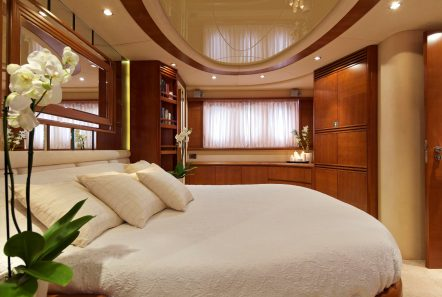 iris azimut motor yacht cabins and baths (16) -  Valef Yachts Chartering - 4508