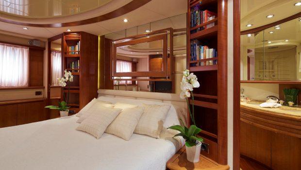 iris azimut motor yacht cabins and baths (2) -  Valef Yachts Chartering - 4522