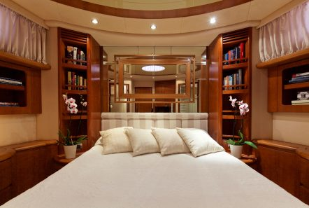 iris azimut motor yacht cabins and baths (4) -  Valef Yachts Chartering - 4520