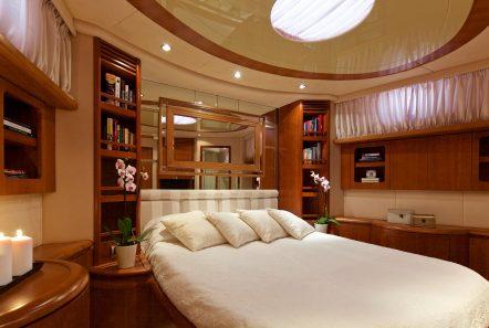 iris azimut motor yacht cabins and baths (5) -  Valef Yachts Chartering - 4519