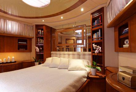 iris azimut motor yacht cabins and baths (6) -  Valef Yachts Chartering - 4518