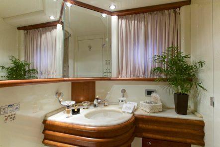 iris azimut motor yacht cabins and baths (7) -  Valef Yachts Chartering - 4517