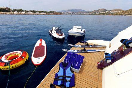iris azimut motor yacht swim platform (2) -  Valef Yachts Chartering - 4487