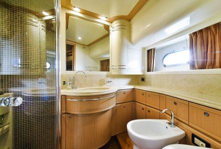 julie m motor yacht bath min -  Valef Yachts Chartering - 3922