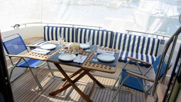 liazeta motor yacht aft dining (1)_valef -  Valef Yachts Chartering - 5028