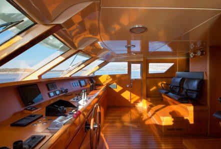 libra y motor yacht bridge min -  Valef Yachts Chartering - 3670