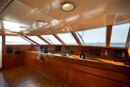 libra y motor yacht bridge2 min -  Valef Yachts Chartering - 3671