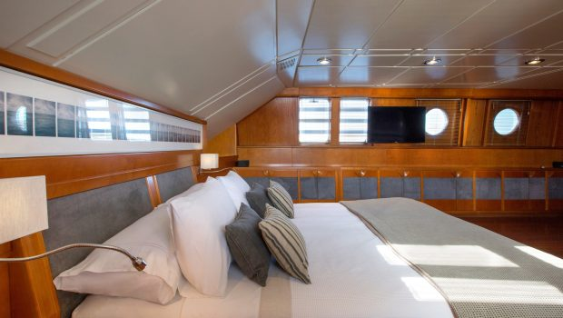 libra y motor yacht master (1) min -  Valef Yachts Chartering - 3656