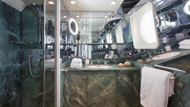 libra y motor yacht master bath min -  Valef Yachts Chartering - 3654