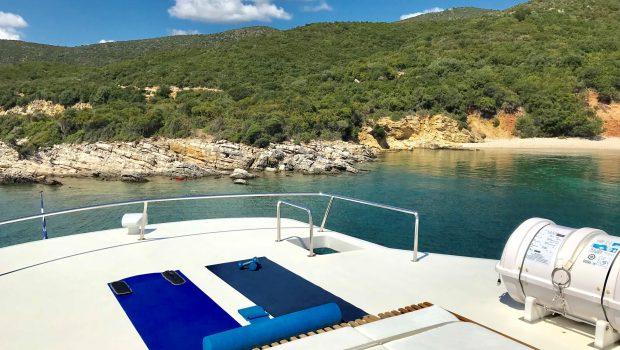 libra y motor yacht sun beds (1) min -  Valef Yachts Chartering - 3645