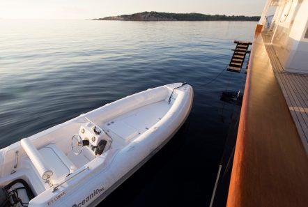 libra y motor yacht tender min -  Valef Yachts Chartering - 3680
