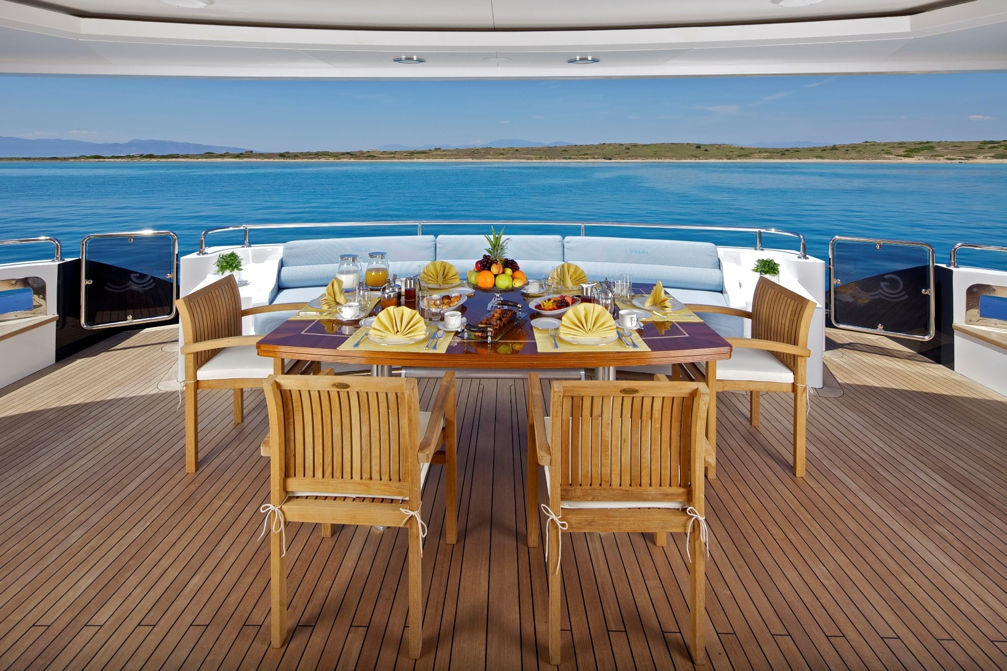 mia rama mega yacht aft table (1) min -  Valef Yachts Chartering - 3976