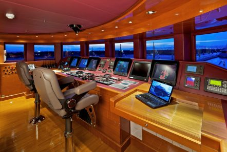 mia rama mega yacht bridge min -  Valef Yachts Chartering - 3972