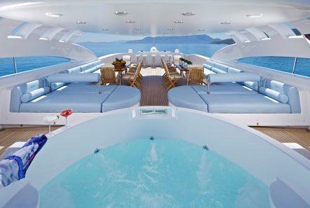 mia rama mega yacht jacuzzi (1) min -  Valef Yachts Chartering - 3967