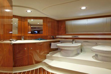 nell mare motor yacht master bath_valef -  Valef Yachts Chartering - 4849