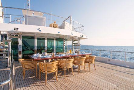 o_natalina aft dining (1)_valef -  Valef Yachts Chartering - 4977