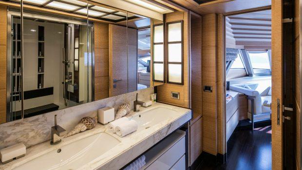 rini motor yacht bath -  Valef Yachts Chartering - 4864