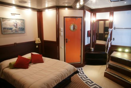 running on waves cabin2 min -  Valef Yachts Chartering - 4483