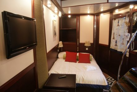 running on waves cabin7 min -  Valef Yachts Chartering - 4478