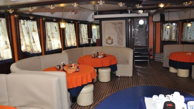 running on waves dining min -  Valef Yachts Chartering - 4472