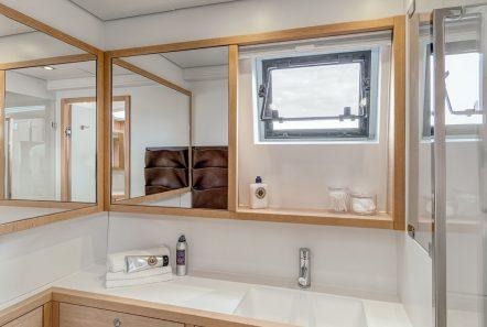 selene catamaran bath min -  Valef Yachts Chartering - 4462