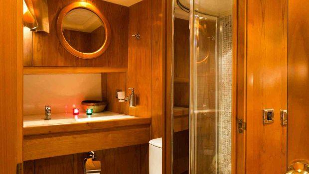 aegean schatz motor sailer gulet bath (1) -  Valef Yachts Chartering - 3040