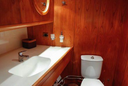 aegean schatz motor sailer gulet bath (2) -  Valef Yachts Chartering - 3043
