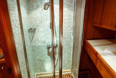 aegean schatz motor sailer gulet bath (3) -  Valef Yachts Chartering - 3042