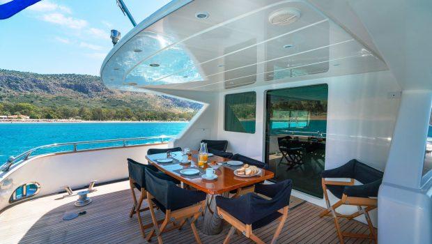alandini motor yacht aft deck (1) min -  Valef Yachts Chartering - 3514