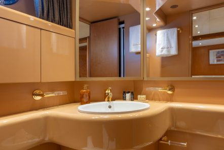 alandini motor yacht bathroom (3) min -  Valef Yachts Chartering - 3511
