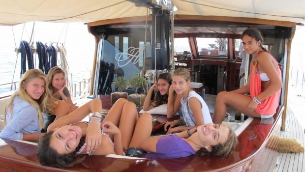 almyra motor salier friends min -  Valef Yachts Chartering - 3253
