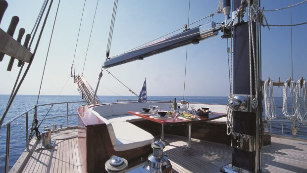almyra motor salier table fore min -  Valef Yachts Chartering - 3224