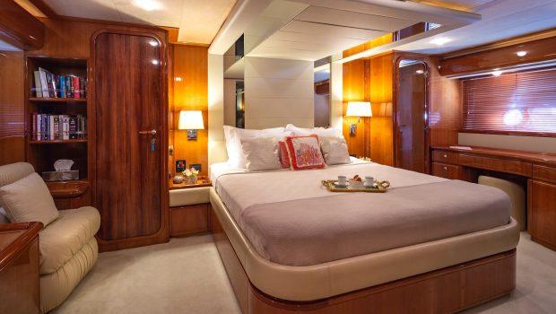 amor motor yacht master min -  Valef Yachts Chartering - 2910