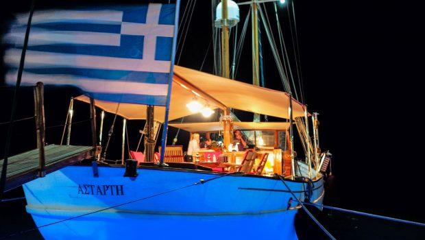 astarte motor sailer underwater -  Valef Yachts Chartering - 3583