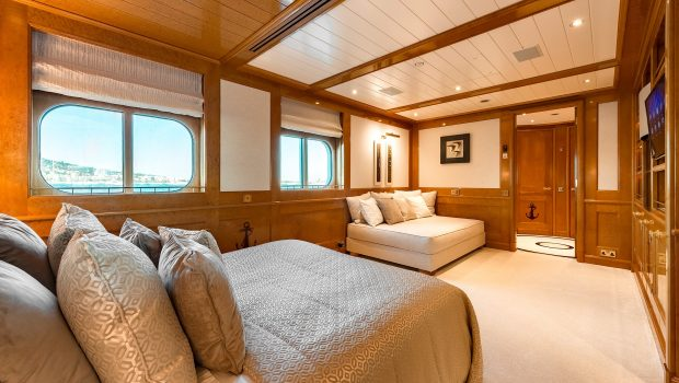 grand ocean mega yacht charter suits bath (1) min -  Valef Yachts Chartering - 3077