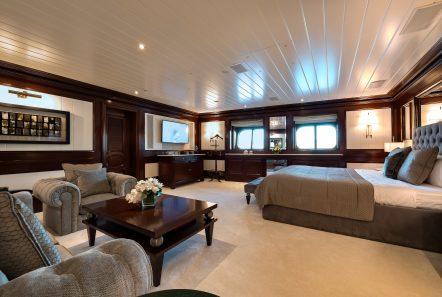 grand ocean mega yacht charter suits bath (2) min -  Valef Yachts Chartering - 3076