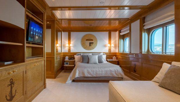 grand ocean mega yacht charter suits bath (7) min -  Valef Yachts Chartering - 3071